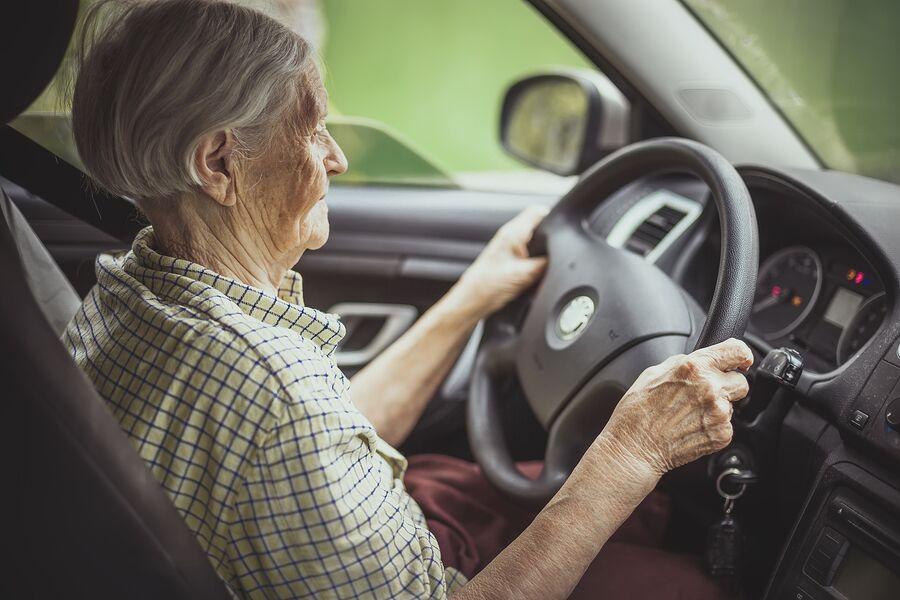 Home Health Care in Goodyear AZ: Senior Driving